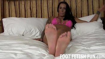 I will show you how to worship a womans feet right Vorschaubild