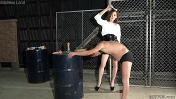 Japanese Mistress Risa trains her slave's anus