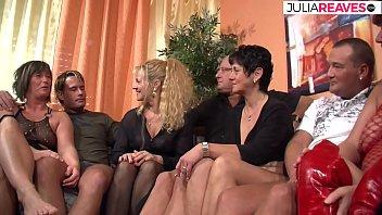 Omas und Hausfrauen treffen sich zum Gruppensex thumbnail