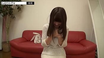 【巨乳素人美少女パイズリ】可愛らしい巨乳素人美少女にチンポ挟んでパイズリピストンしてもらう。