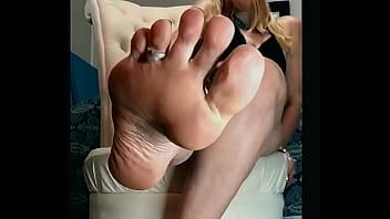 MILF Smelly Feet JOI