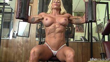 Pro Female Bodybuilder Big Tits Nice Pussy 5分钟