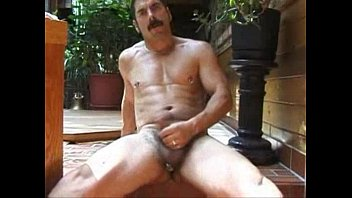 Moustache gay Cumin hands free