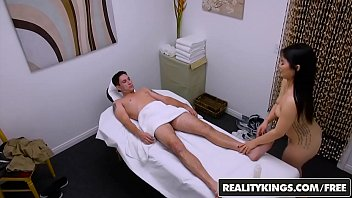 Realitykings - Happy Tugs - (Nari Park, Brad Knight) - Naughty Finish With Nari