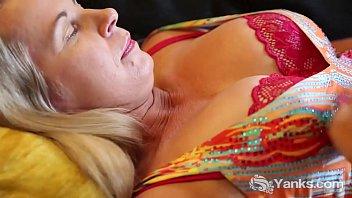 Yanks MILF Eva Moore Pleases Her Pierced Clit