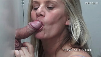 Horny swinger wives sucking and fucking hard gloryhole cock 10分钟