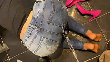 Desperate Pee in my Jeans next he Pee on Me and on end give him BlowJob with Cum on me