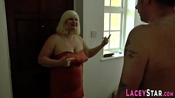 Brit granny gets spitroasted in threesome