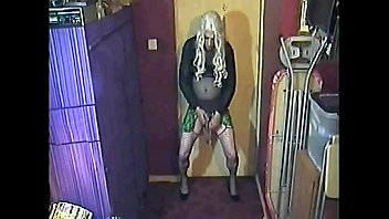 crossdressing bisexual sissy wants to share his piss drink with you all