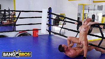 BANGBROS - Sweaty PAWG Nicole Aniston Fucks Her Trainer In Boxing Ring 12分钟