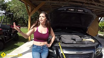 Roadside - Latina wife has sex with her mechanic outside