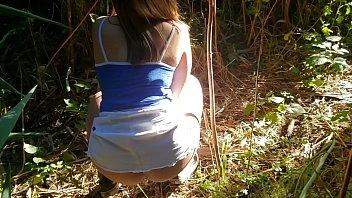 Me la follo en el bosque y nos atrapan -Creampie