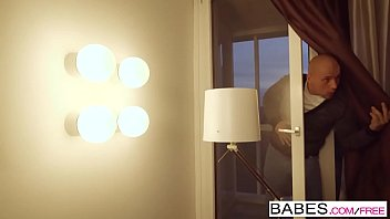 Babes - Step Mom Lessons - Bed of Roses starring Leny Ewil and Violette Pink and Isabella Lui clip