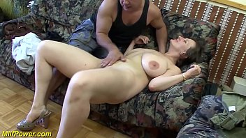 busty german Milf enjoys a big dick in her ass 12分钟