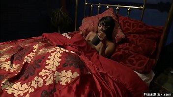Ebony slut fucking machines in bed