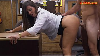 Big ass brunette woman gets her pussy banged by pawn guy