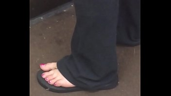 white lady mature candid toes
