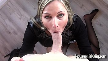 Milf dirty talk swallow - Paying back a paying member