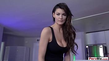 Sexy Italian MILF stepmother taboo fuck session 6分钟