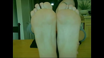 Amateur Goddess Teen Touches her Perfect Sensitive Feet and Toes 6分钟