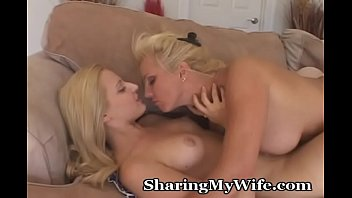 Older Babe Loves Younger Pussy