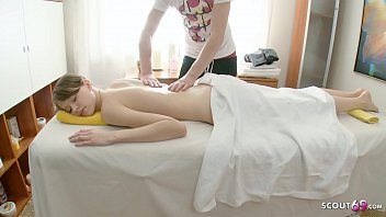 Jungfrau Demi Vom Masseur Bei Massage Entjungfert