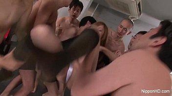 Japanese schoolgirl gangbang 10分钟