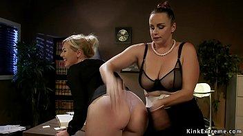 Boss lawyer anal fucks big ass blonde 5 min