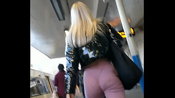 Juicy ass in tight pink leggings part 1