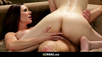 Mom's friend teaching me how to have lesbian sex!