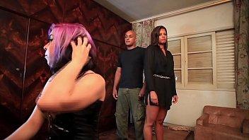 BDSM e fetiches numa história onde uma submissa vai ser treinada por uma dominadora e seu assistente. Muitos cenas de dominação e submissão, com espancamento e muitos tapas na bunda e humilhação verbal e fí