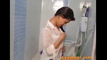 Xxxmaal Hot Girl Seductive Looks Bathing Sceen 3 Min