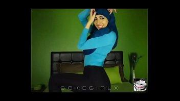 Sexy arab hijabi twerking