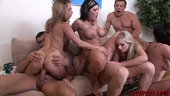Nubile babes Lindsey and Nikki fed cock and banging orgy 18分钟