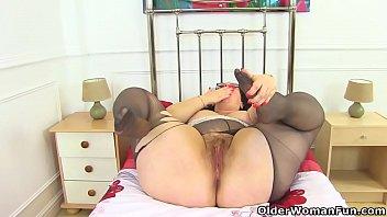 British BBW Shooting Star dildos her needy cunny
