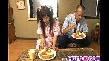 xxxหนังโป๊ญี่ปุ่น กินอาหารกับน้องเมีย เห็นท่าดูดHOTDOG แล้วเสียวหัวควยแวบเลย