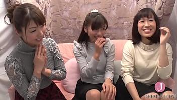 2人の女の子がナンパされ女監督とレズしてます
