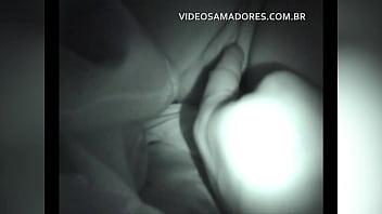 Tio safado entra sorrateiramente no quarto das sobrinhas para masturbar uma delas dormindo pornhub video