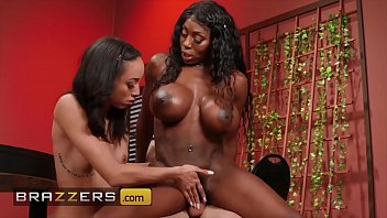 Huge Tit Mystique Gives A Helping Hand To Teen (Alexis Tae) - Brazzers porno izle