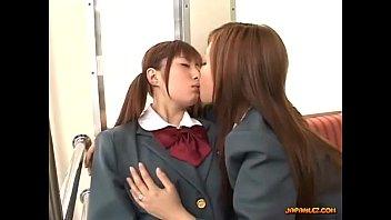 【おすすめ】仲の良い女子校生同士でじゃれあいながら巨乳揉んでレズプレイに発展