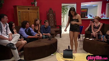 Streaming Video Pretty young couple going to a swinger club - XNXX.city