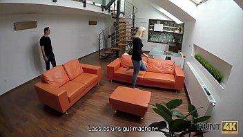 HUNT4K. Blonde hört auf, mit BF zu kämpfen, weil ein Fremder Geld gibt