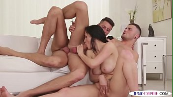 Bisexual hunk fucking in trio before cumming