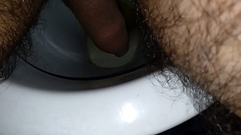 Correct method to urinate for men.