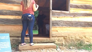 Candid Mexican teen booty in jeans