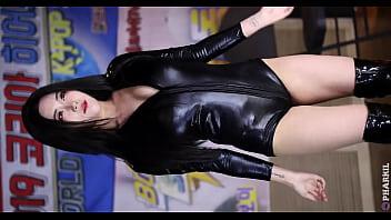 公众号【是小喵啦】韩国女神黑色性感情趣皮衣热舞