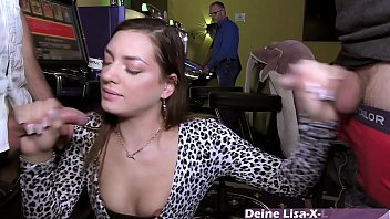 Öffentlicher Sex im Spielcasino mit deutscher bukkake teen 13分钟