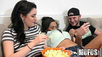Mofos.com - Kacey Priya - Real Slut Party 8分钟