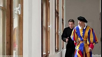 Vatican official gay research - Padre fazendo um belo trabalho