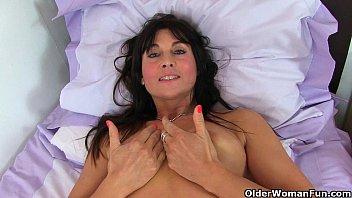Britain's sexiest milfs part 26